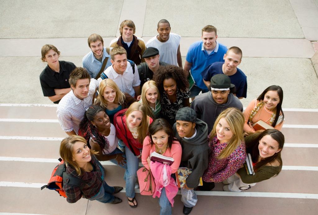 заработок в тик ток - фото со студентами